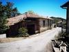 Dorfhaus mit Nebengebäuden und angrenzendem Land, schöner Blick auf die Pyrenäen. Ref # MPOA1888