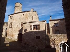 Mittelalterliches Haus mit Garage & Terrassen an privilegier