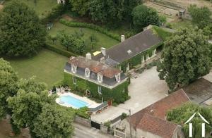 Herrenhaus mit zwei Gîtes und Pool