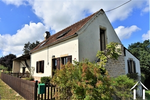 Renovated farmhouse with 5 bedrooms and panoramic views