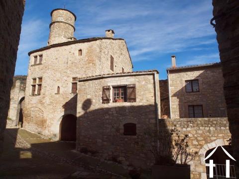 Mittelalterliches Haus mit Garage & Terrassen an privilegier Ref # 11-2218