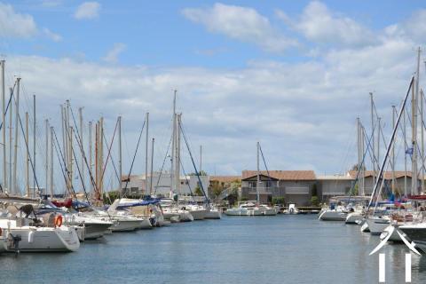 Marina mit Steg zum Anlegen von Schiffen bis zu 25 Metern! Ref # 11-2288