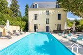 "Detached and renovated ""Maison de Maître"" with heated pool  Ref # 11-2404 bild 2"