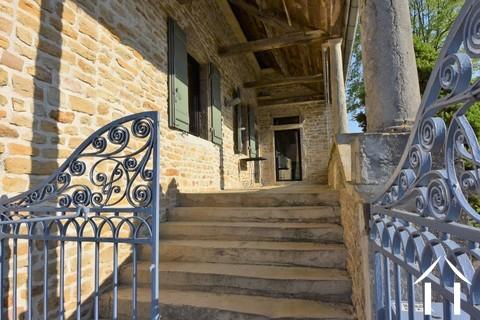 3 Schlafzimmer Steinhaus im Dorf nördlich von Cluny Ref # JP4964S