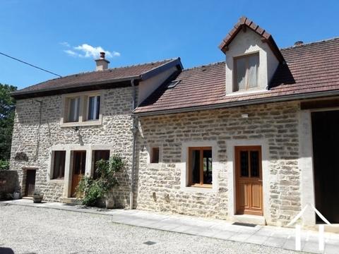 Charmant restauriertes Bauernhaus mit Gebäuden Ref # RT4977P