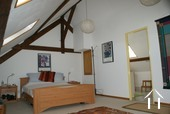 Charmantes renoviertes Bauernhaus Ref # RT5037P bild 6 Master bedroom with shower room