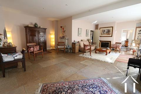 Beaune-Zentrum, großes Haus mit Weinkeller Ref # CR4921BS