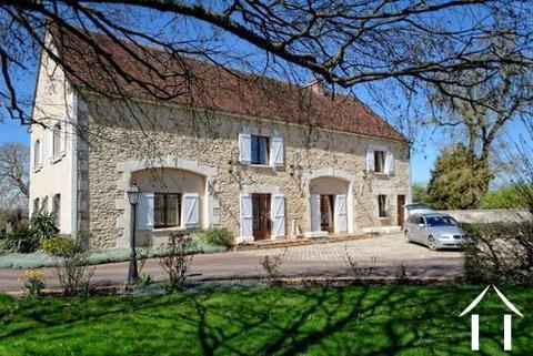 Wunderschön renovierte Immobilie zu verkaufen Ref # LB4913N