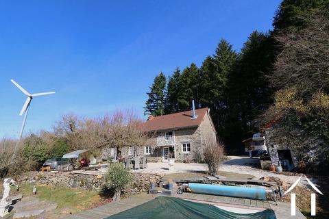 Altes Schäferhund-Haus isoliert im Wald Ref # CR4935BS