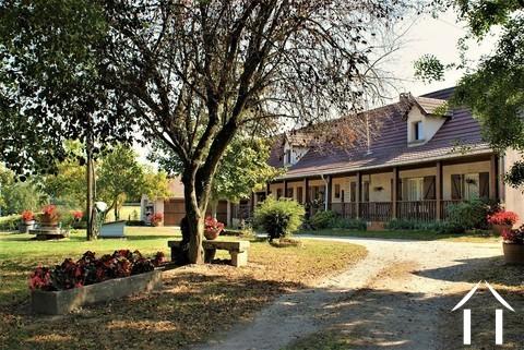 Schönes Bauernhaus mit Ferienvermietung  Ref # AH4876B