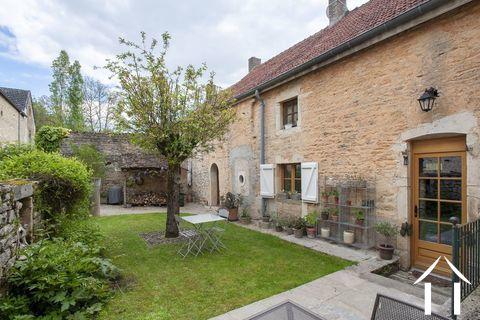 Charmantes Haus mit Nebengebäuden und Garten Ref # CR4975BS