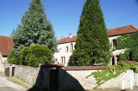 Charakter des Hauses und der Gebäude des 19. Jahrhunderts Ref # RT4997P