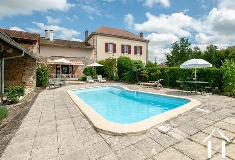 Großartiges Haus mit großem Garten, Pool und fabelhaftem Bli Ref # JP5003B