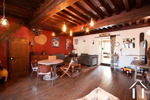 Dorfhaus mit burgundischem Charakter Ref # CR5041BS