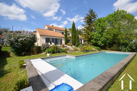 Helles modernes Haus mit Pool und Aussicht Ref # CR5036BS