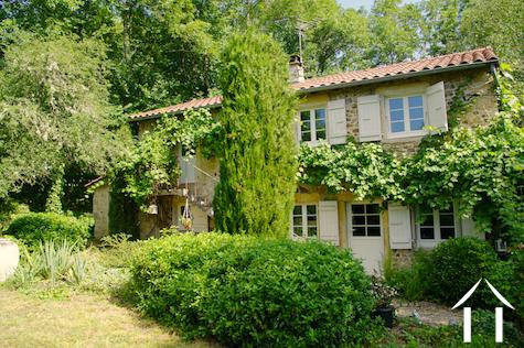 Charmantes Ferienhaus mit schönem Garten und Naturpool Ref # DF5051C