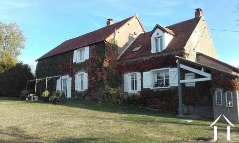Renoviertes Bauernhaus nahe Premery, bezugsfertig! Ref # LB5070N