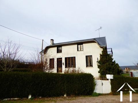 Grosses Familienhaus in einem Dorf gelegen Ref # MW5081L