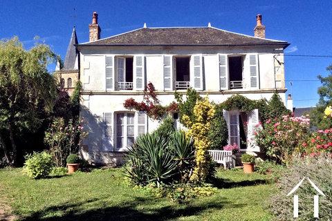 Schönes Herrenhaus in ruhiger Lage mit Aussicht Ref # HV5099NM