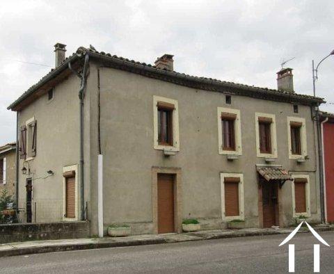 Maison de village mitoyenne 160m2 avec petit espace extérieur 3m2. Ref # MP6082