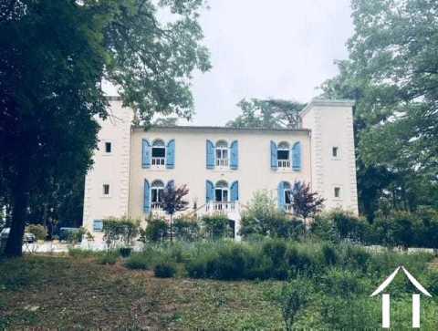 Gerenoveerd kasteel verdeeld in 4/5 afzonderlijke huizen plus 2 huizen, zwembad, houten hutten op 3,8 ha Ref # MPOP0032